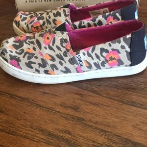 Toms Shoes - Pre worn Toms Pink Leopard Print Girl shoes - 1.5